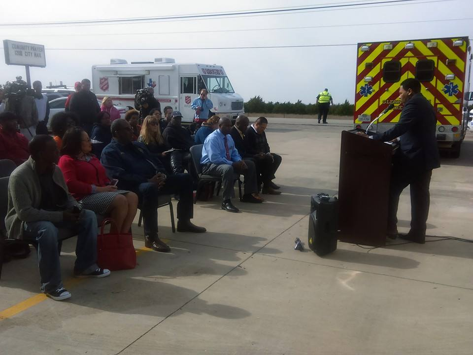 Mayor Leon Tate speaks to reporters during a press conference on December 30, 2015 during the winter tornado aftermath.