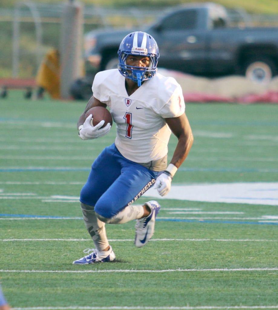 "Wide Receiver Matthew ""Tre"" Siggers amassed 92 yards Thursday against Arlington Sam Houston. (Jose Sanchez/Duncanville High School)"