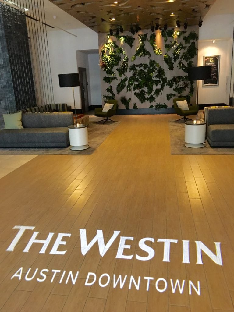 Westin Lobby Guillaume de Vaudrey/Photo)