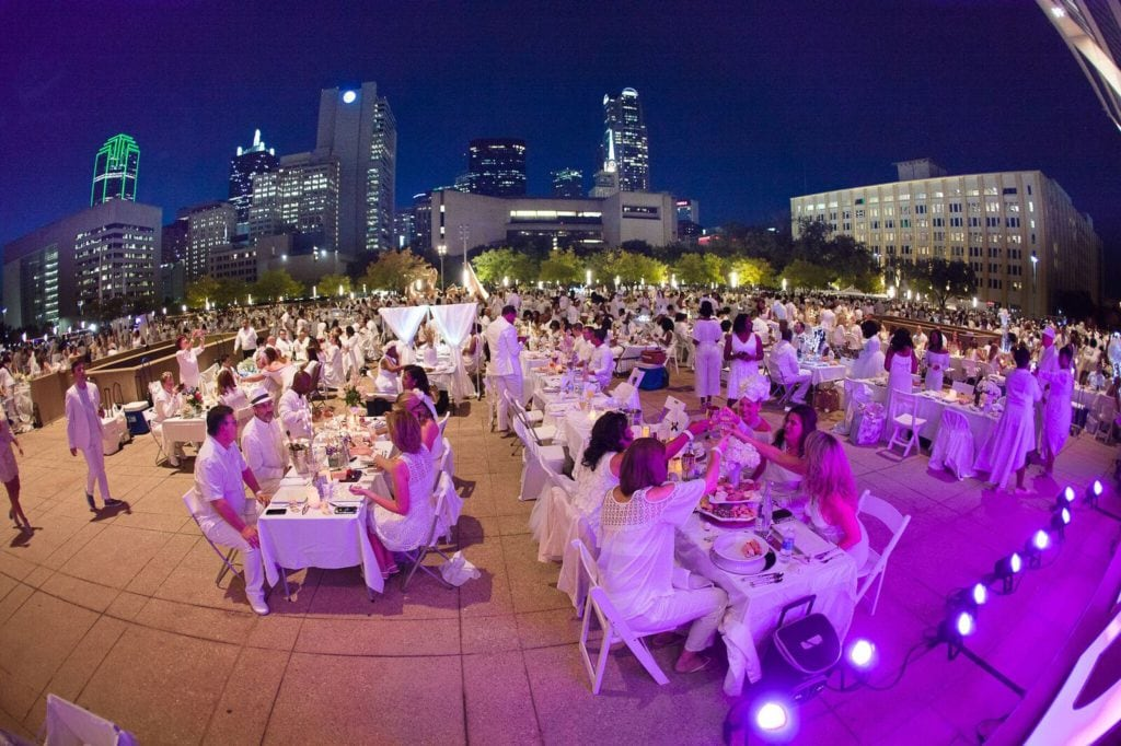 dallas-diner-en-blanc-at-twilight