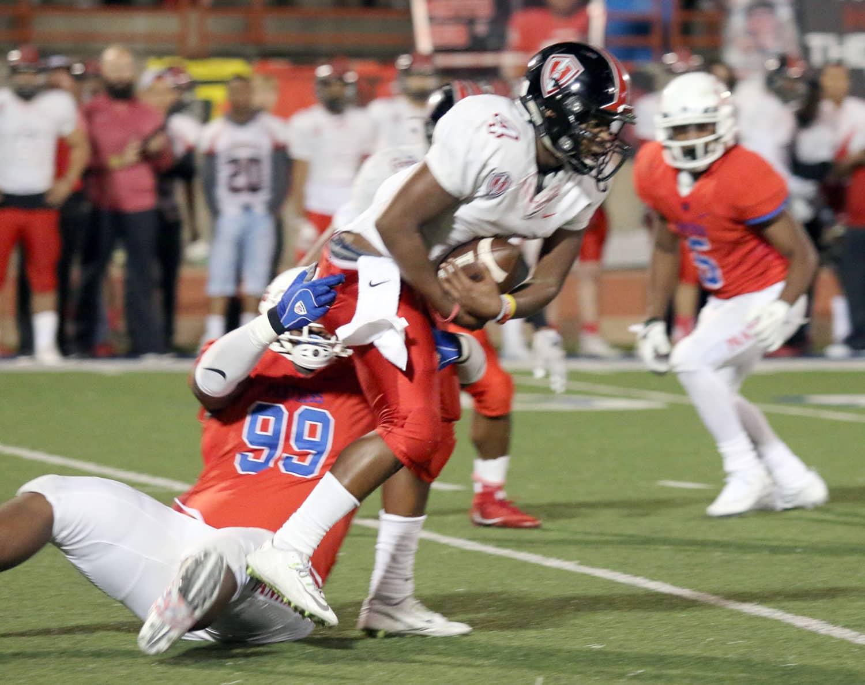 Defensive Tackle Javion Adams brings down Harker Heights Quarterback Robert Gray. (Jose Sanchez/Duncanville High School)