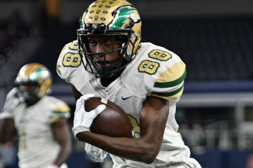 Robinson makes 40 toss to Emmett Perry. DeSoto expands their lead to two touchdowns (27-13), despite a failed two point conversion attempt. (Vance Valentine/Special Contributor)