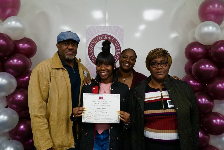 DHS Senior scholarship recipients