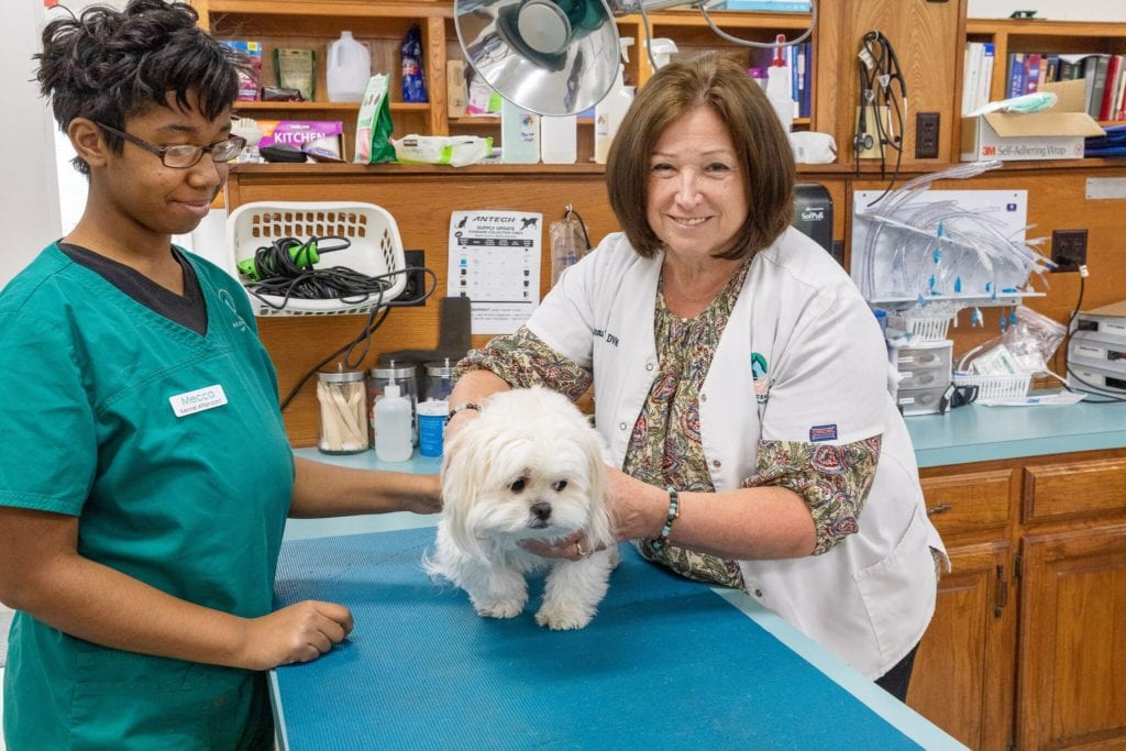 Dr. Donna Fuller retires after 38 years as Duncanville vet