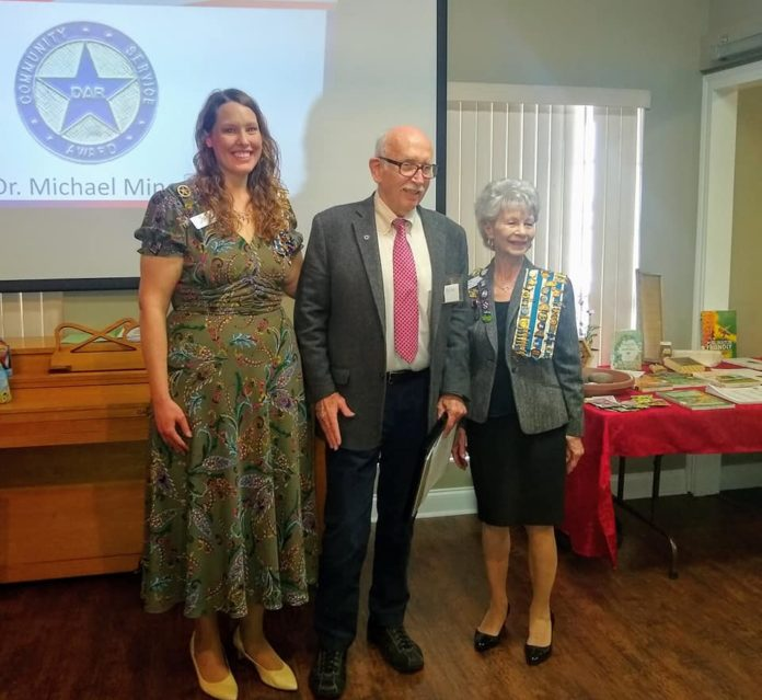 Dr. Miner Receives DAR Community Service Award
