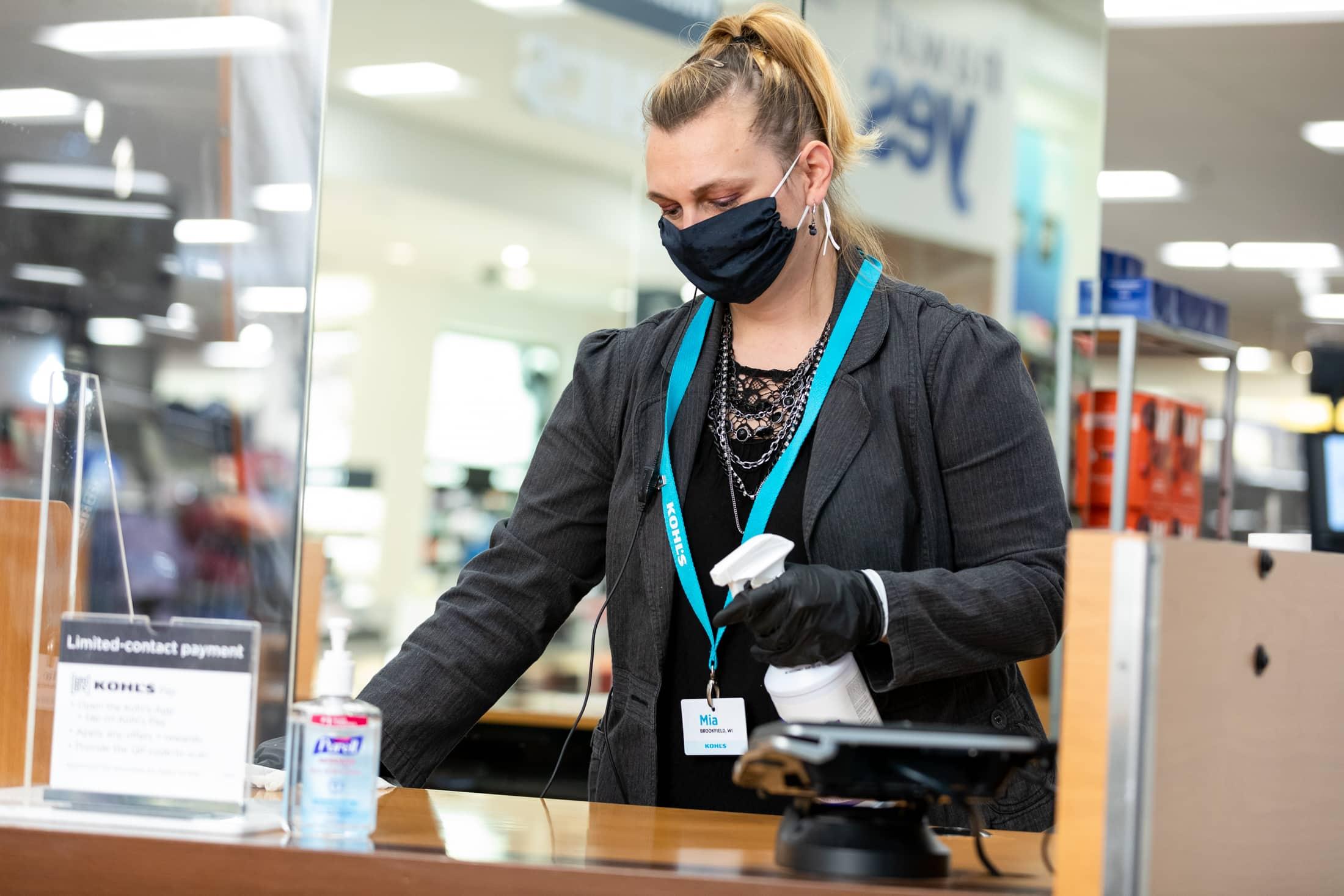 Kohl's Associate wearing PPE