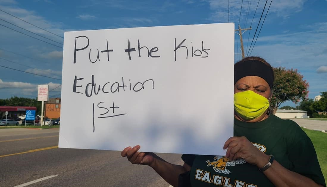 DeSoto ISD protester with sign
