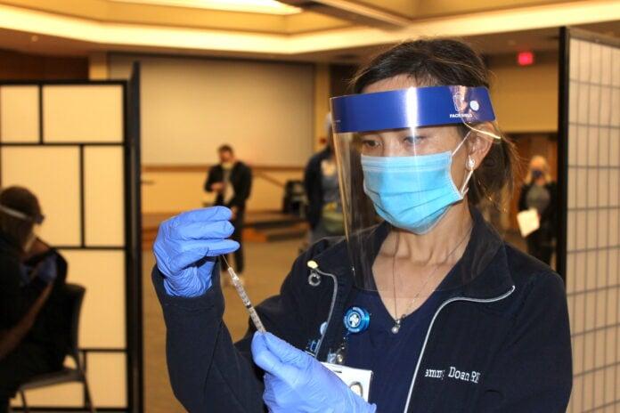 Dallas nurse COVID 19 vaccine