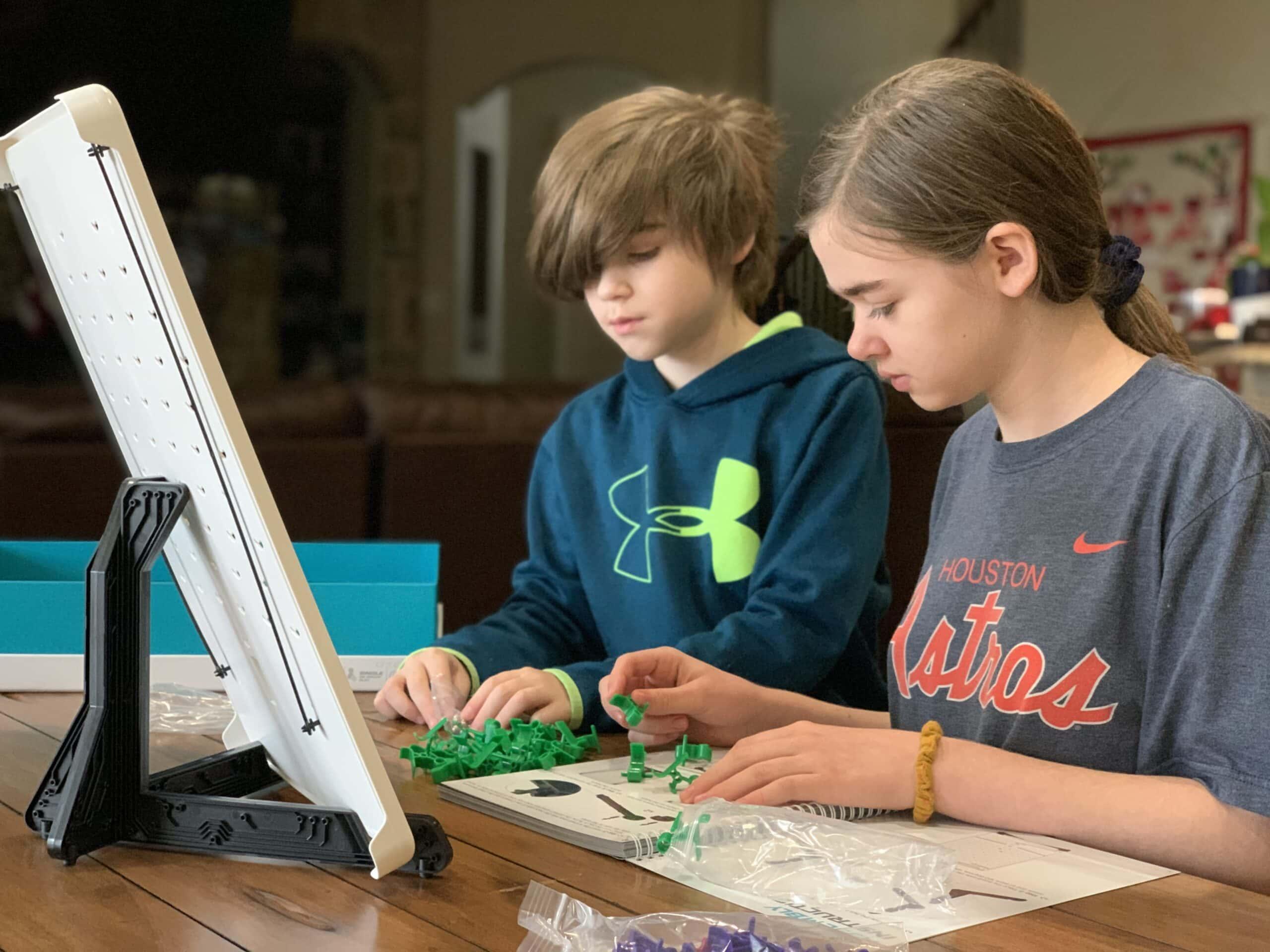 Kids playing Turing Tumble