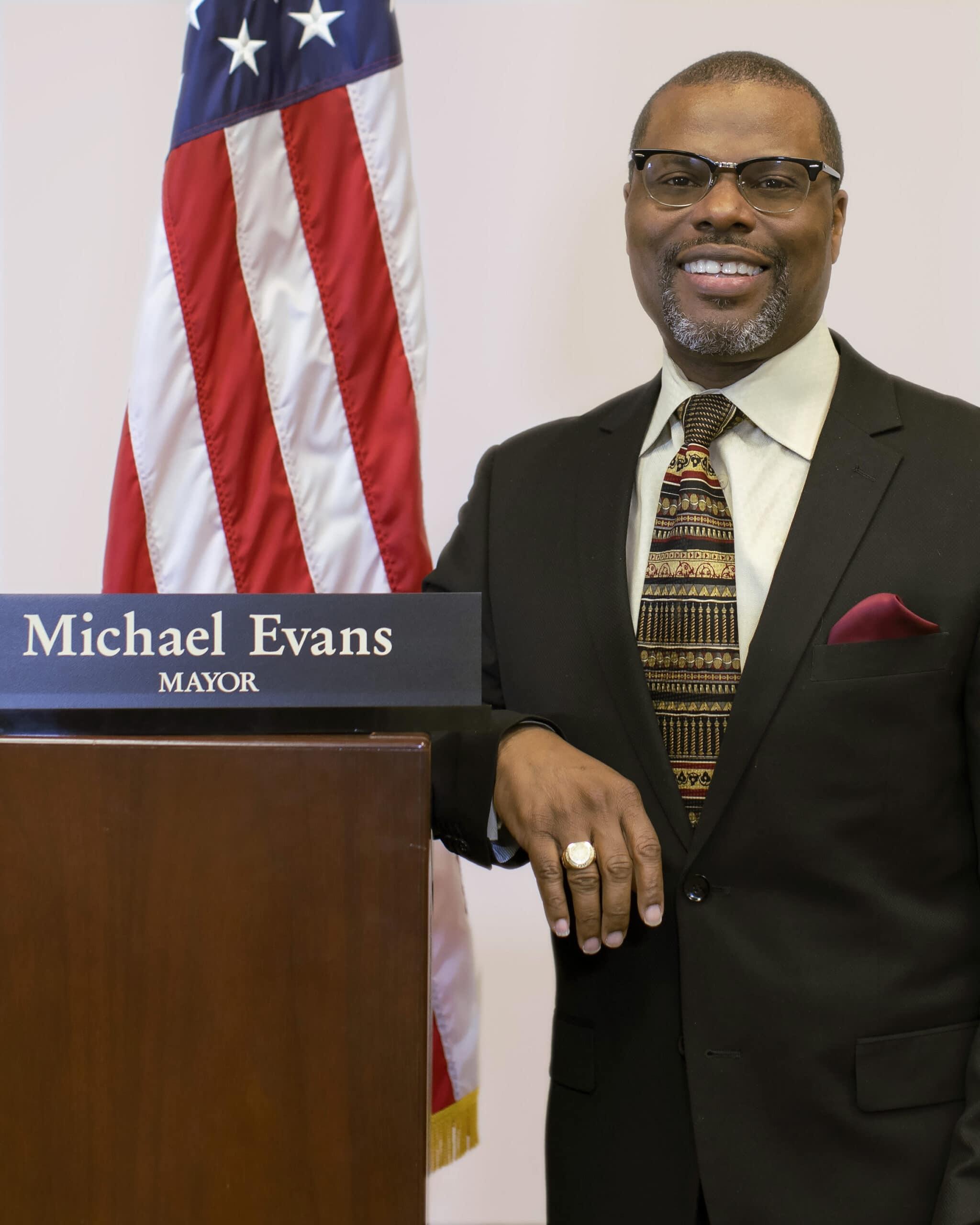 Michael Evans headshot