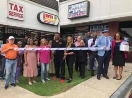 Duncanville Chambers cuts ribbon for two new restaurants
