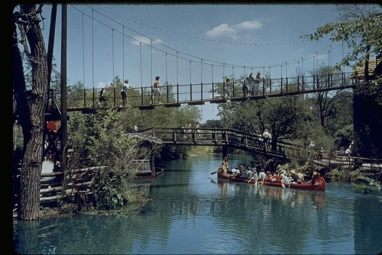 Six Flags Over Texas celebrando sesenta