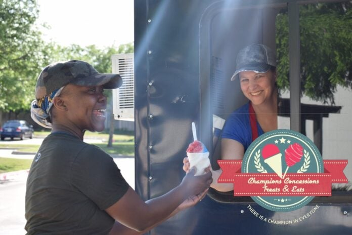 lady getting snow cone at food truck